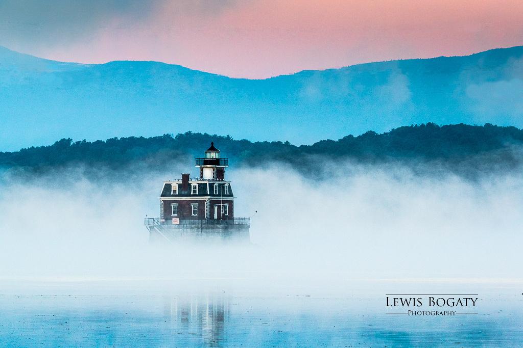 Hudson-Athens LIghthouse in Dawn Mist